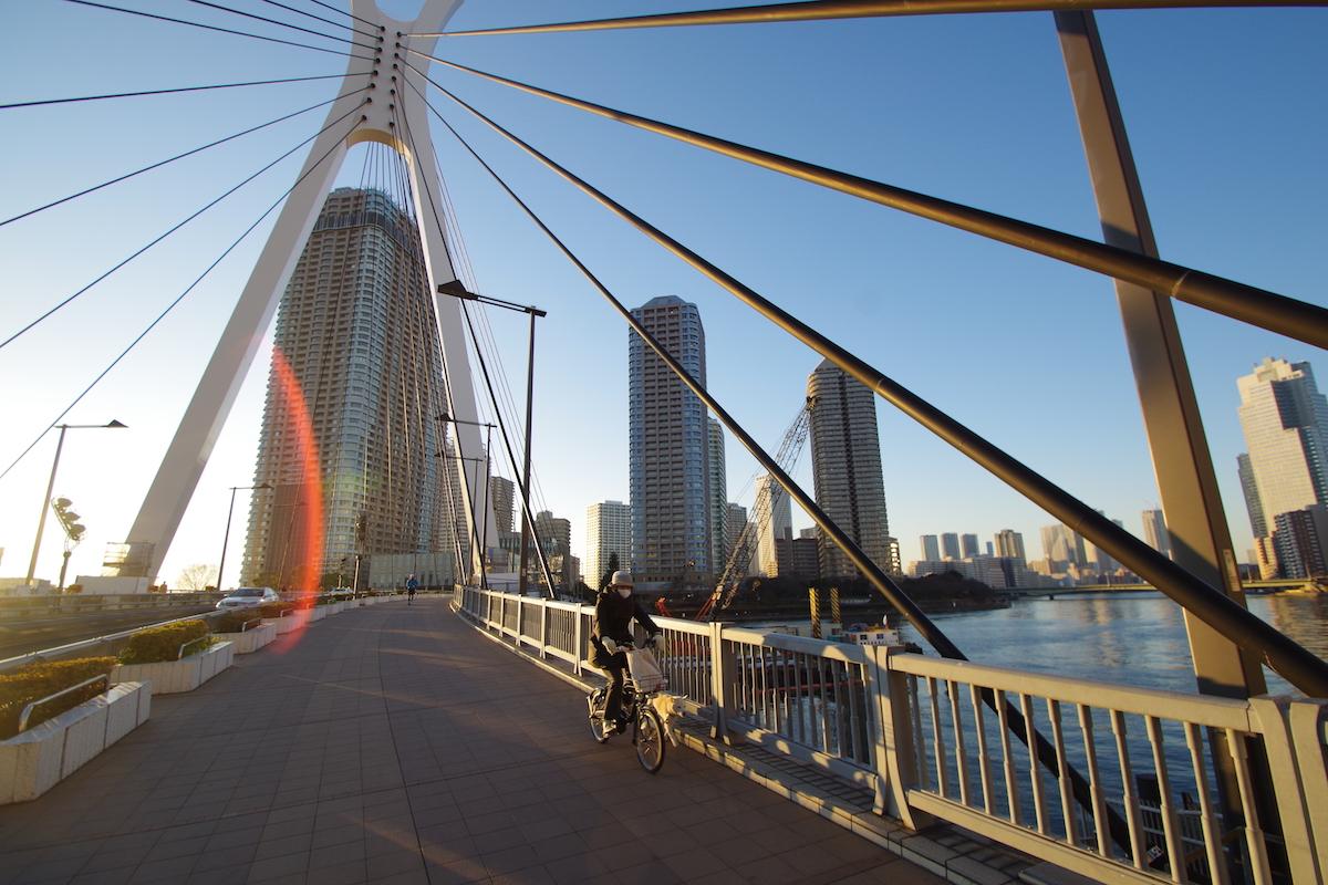 朝の新大橋、フレアー
