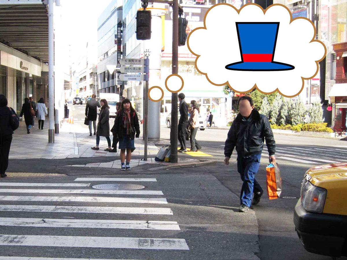 帽子を手に入れるため、賑やかな街にやってきました。