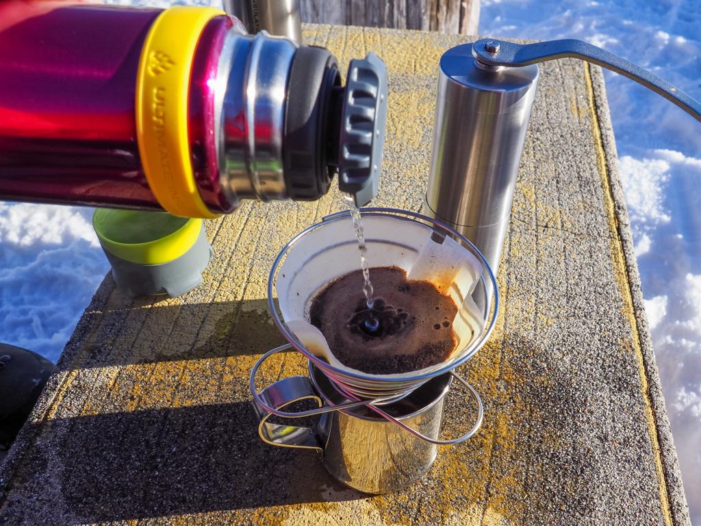 80℃以上のお湯があればいちいち沸かさずとも、そのままドリップコーヒーを淹れることができます。