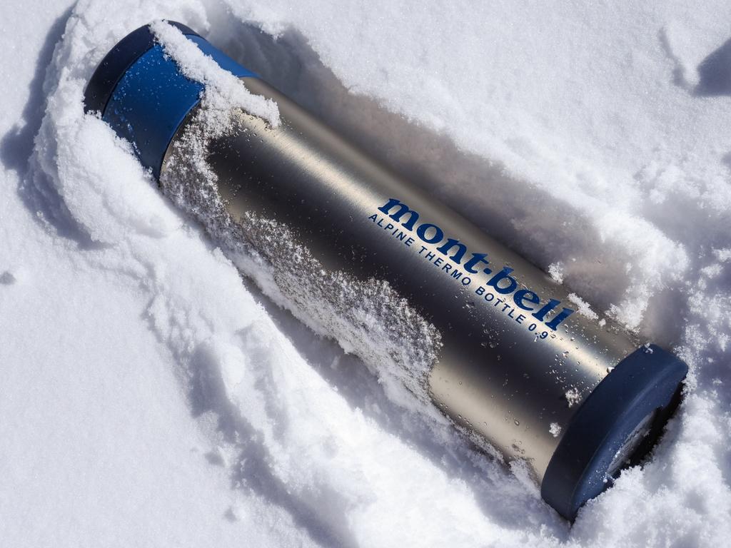 秋冬の登山では特に出番が多くなる「魔法瓶(保温・保冷ボトル)」についてご紹介します。