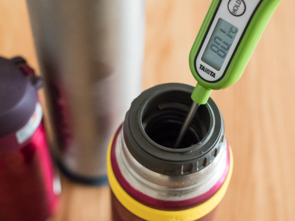 サーモス山専ボトルは0.5Lサイズながら、6時間経っても80℃とさすがの保温力。