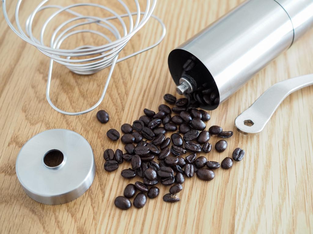 手挽きのコーヒーミル