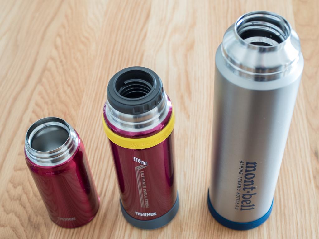 左からサーモスのケータイマグ、山専ボトル、アルパイン サーモボトルです。