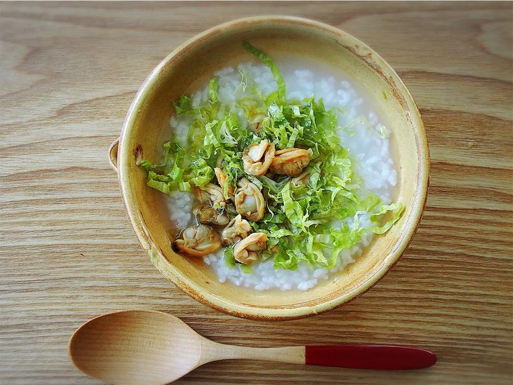 梅干に塩というオーソドックスなお粥に飽きたら中華風で。