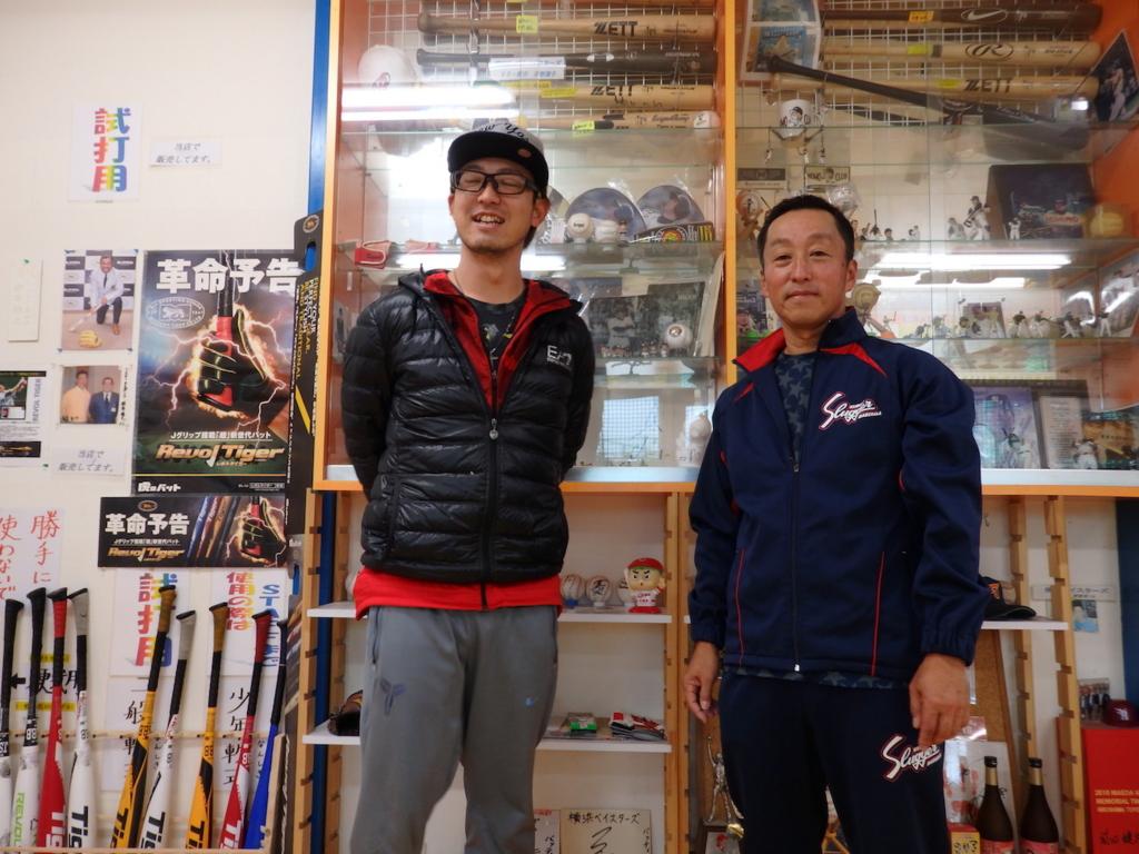 平松店長(写真左)とツーショット。見た目通り、なかなかのナイスガイ