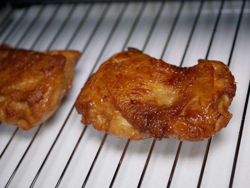 チキンステーキを買ってきました。もう冷めてしまっていて、皮がシナシナです