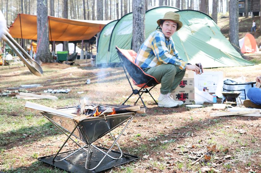キャンプメシといえば、焚き火。アウトドアデビューにもってこいの焚き火台、あります。