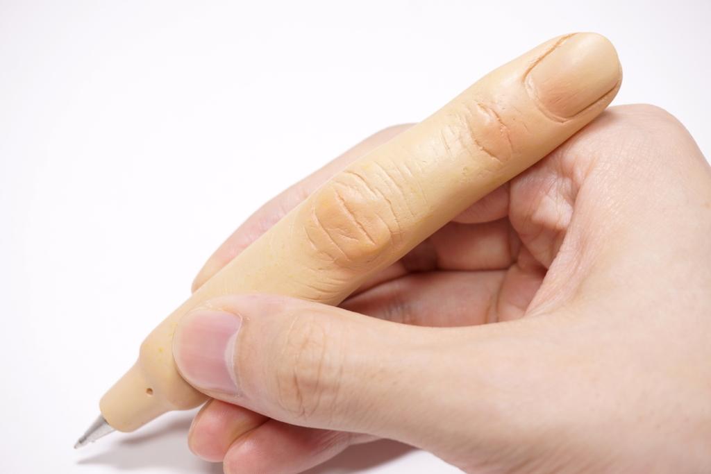 指のボールペン