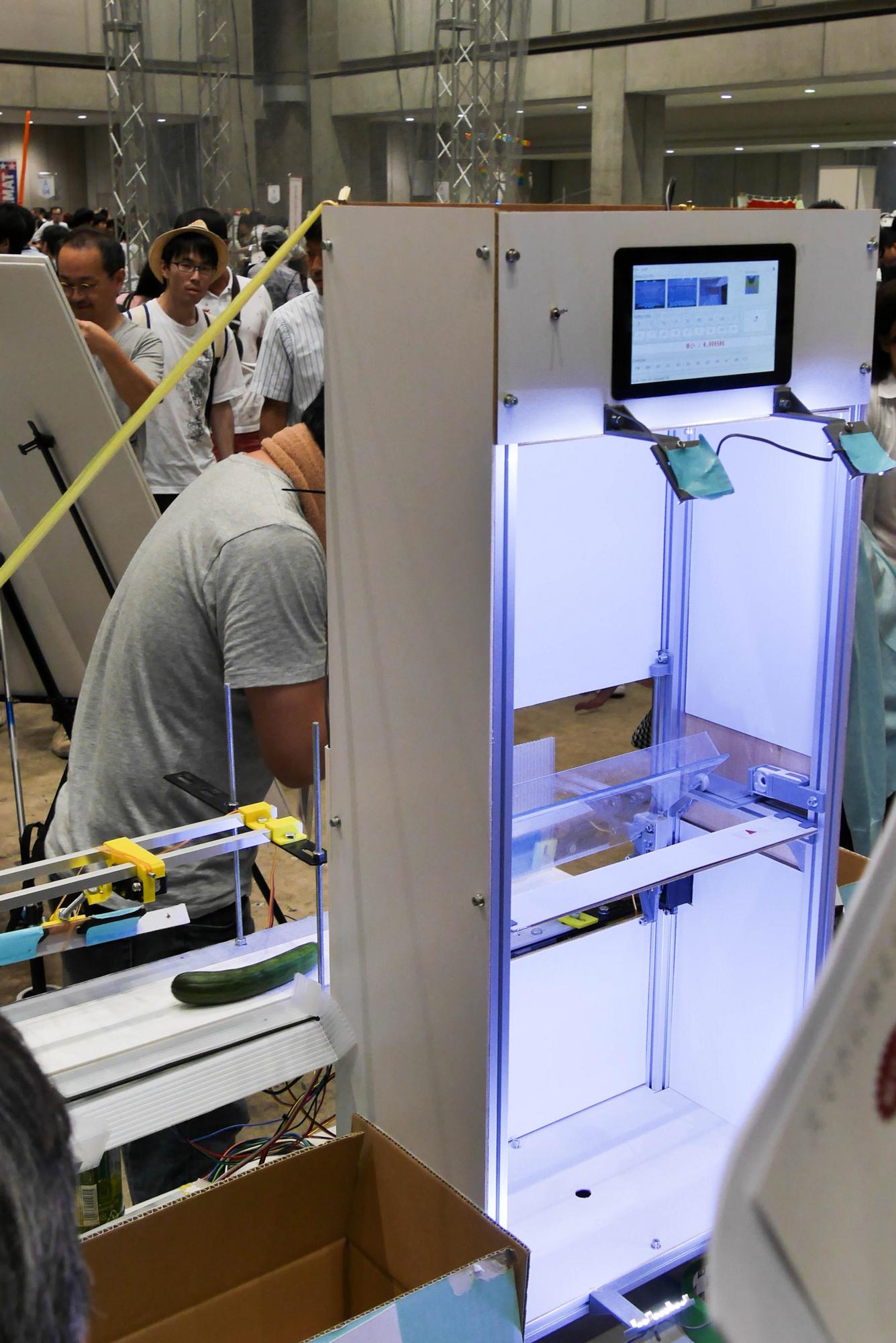 AIによる完全自動化を目指した試作2号機。実用には至らなかったが、大きな反響を呼んだ。写真はMaker Faire Tokyo 2016に展示した際のもの