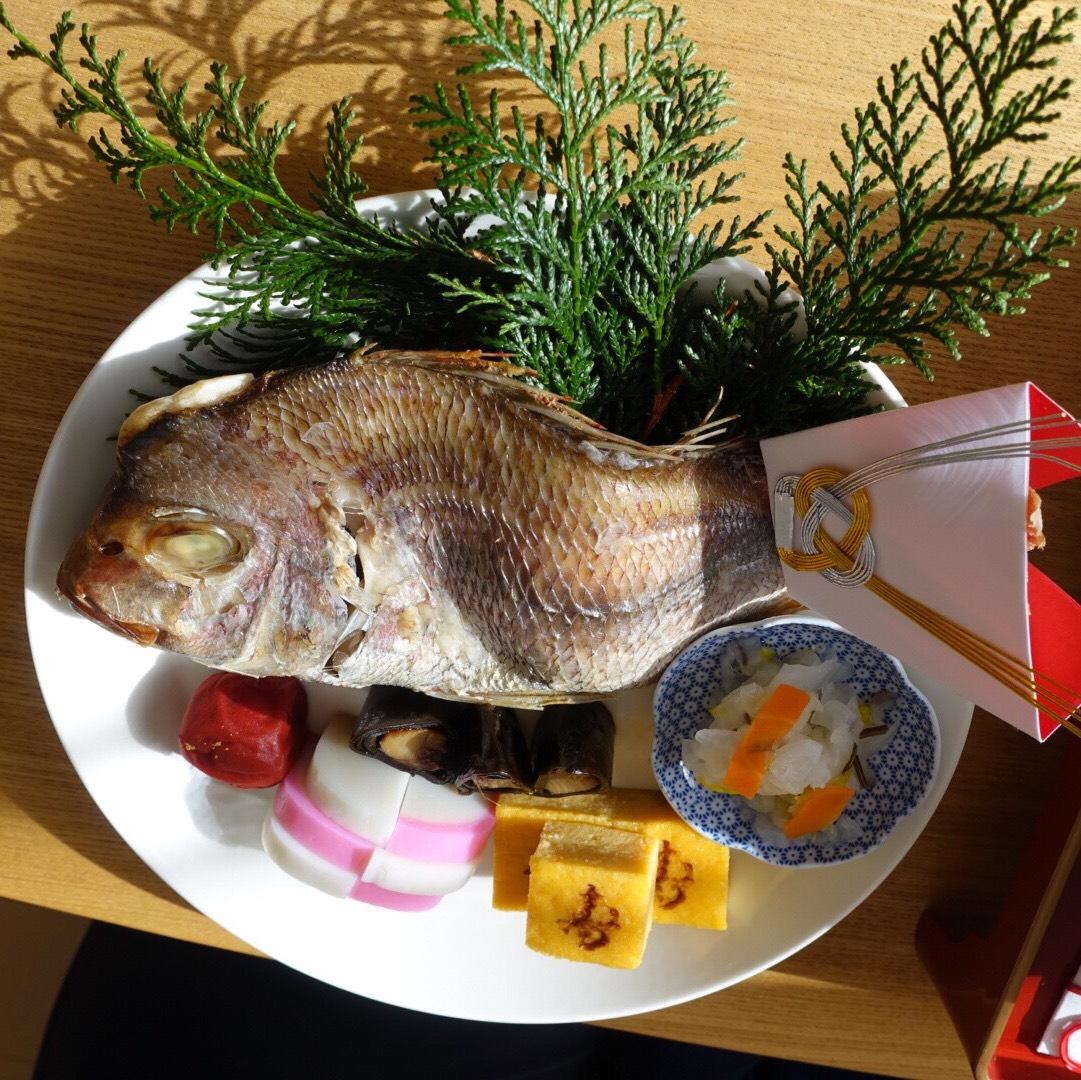 鯛の姿焼きもセットになったお食い初めセット