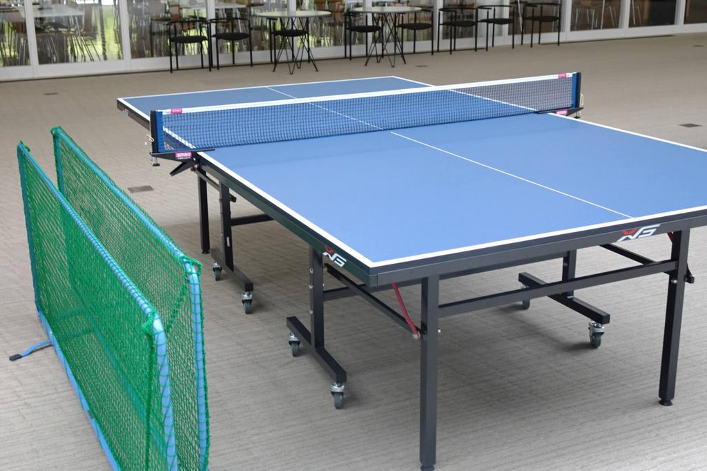 イノベーションセンタ内には卓球台が並び、昼休みには楽しそうに卓球に興じる皆さんの姿が