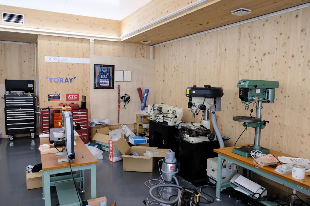 Xiborg Labにはさまざまな工作機械が並んでいる