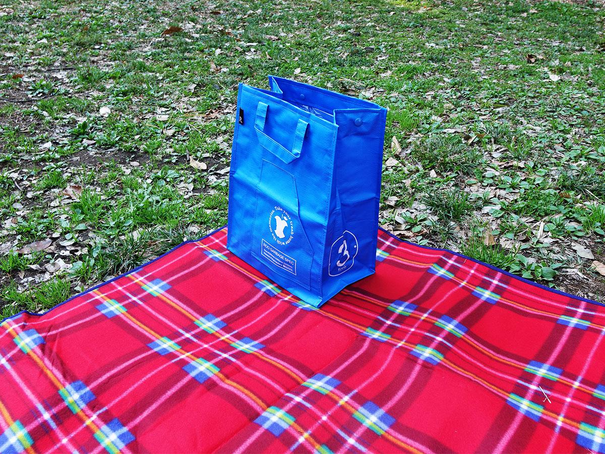 ルートート。最初は飲み物を入れるバッグとして。帰りはゴミ箱代わりに。