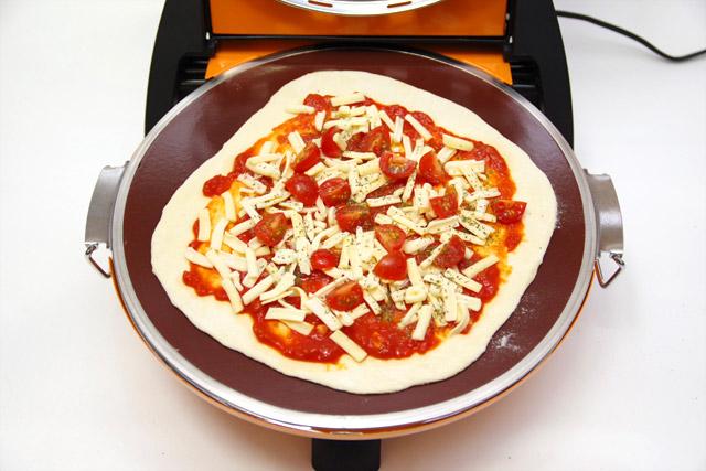 自家製ピザをさくさく石窯ピザメーカーで焼いてみた