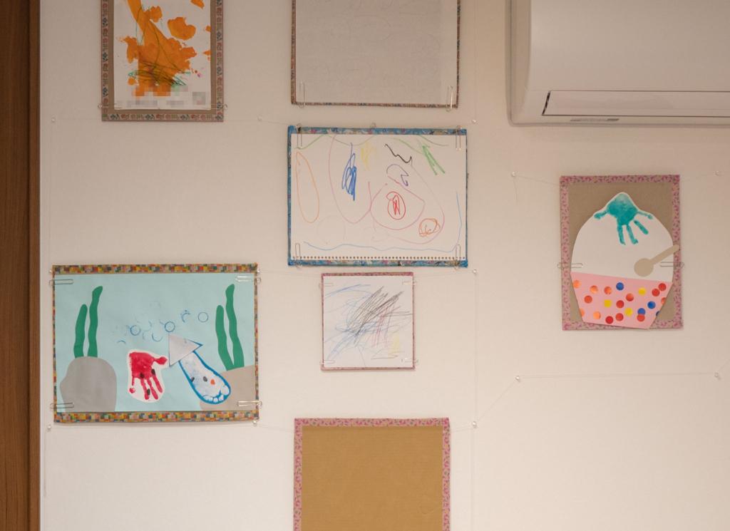 子どもの絵を飾るためのお手製ピクチャーレール