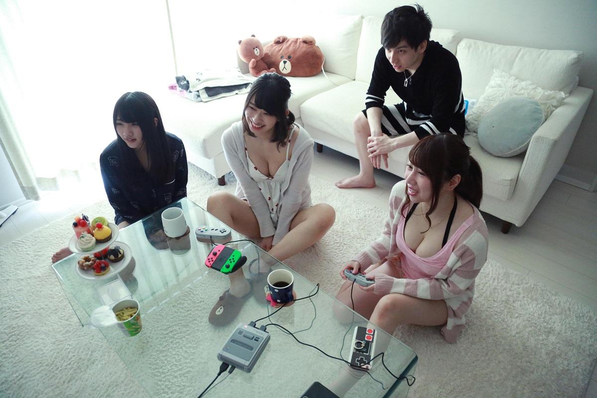 倉持由香さんの家に吉田山(吉田早希)、ゆのしー(水沢柚乃)、プロゲーマーのけんきくんがやって来ました。