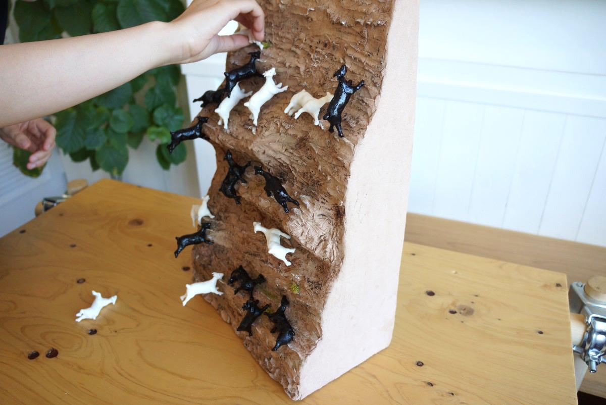 絶壁の崖に張り付くヤギに憧れて。絶妙なバランス感覚に震える「崖の上のヤギゲーム」を作ってみた