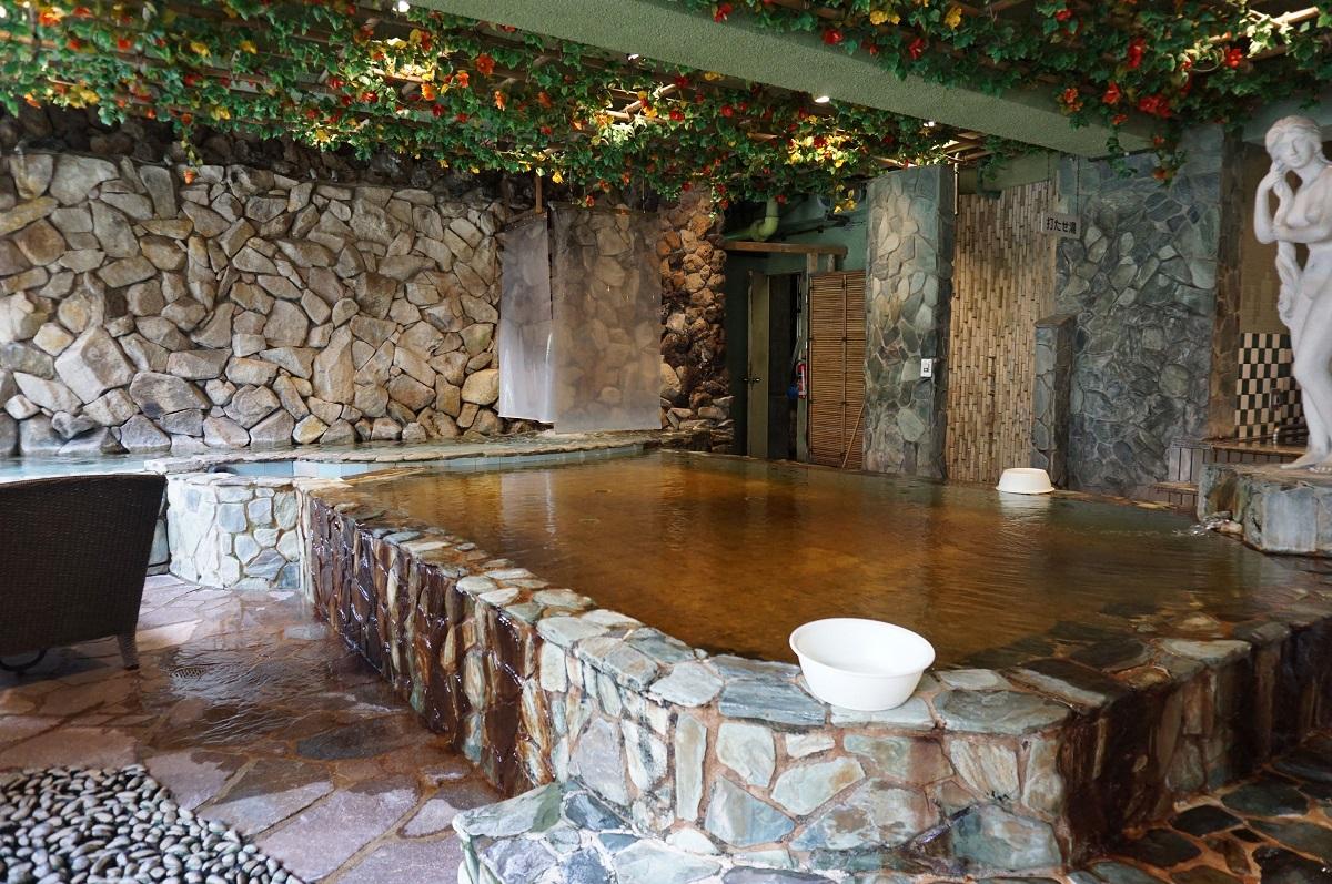 大阪、梅田にあるサウナ&カプセルホテル「大東洋」の大浴場