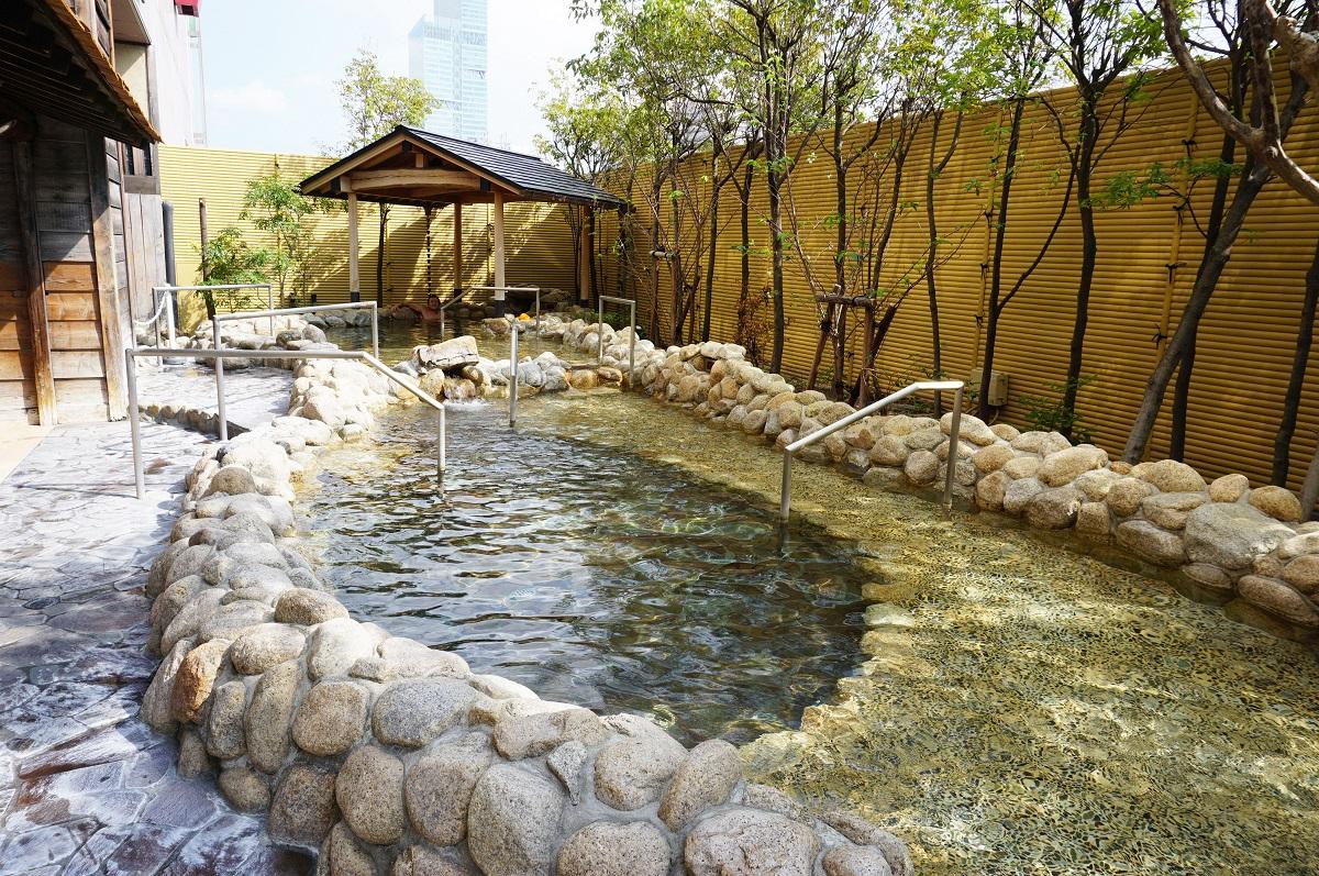 大阪 スパワールド 世界の大温泉-美と健康の24時間快適空間の露天風呂