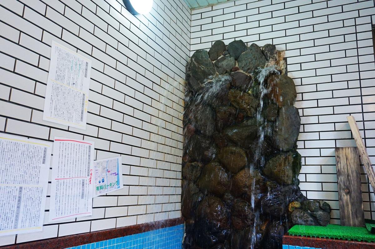京都にあるサウナの梅湯の天然水を使った水風呂