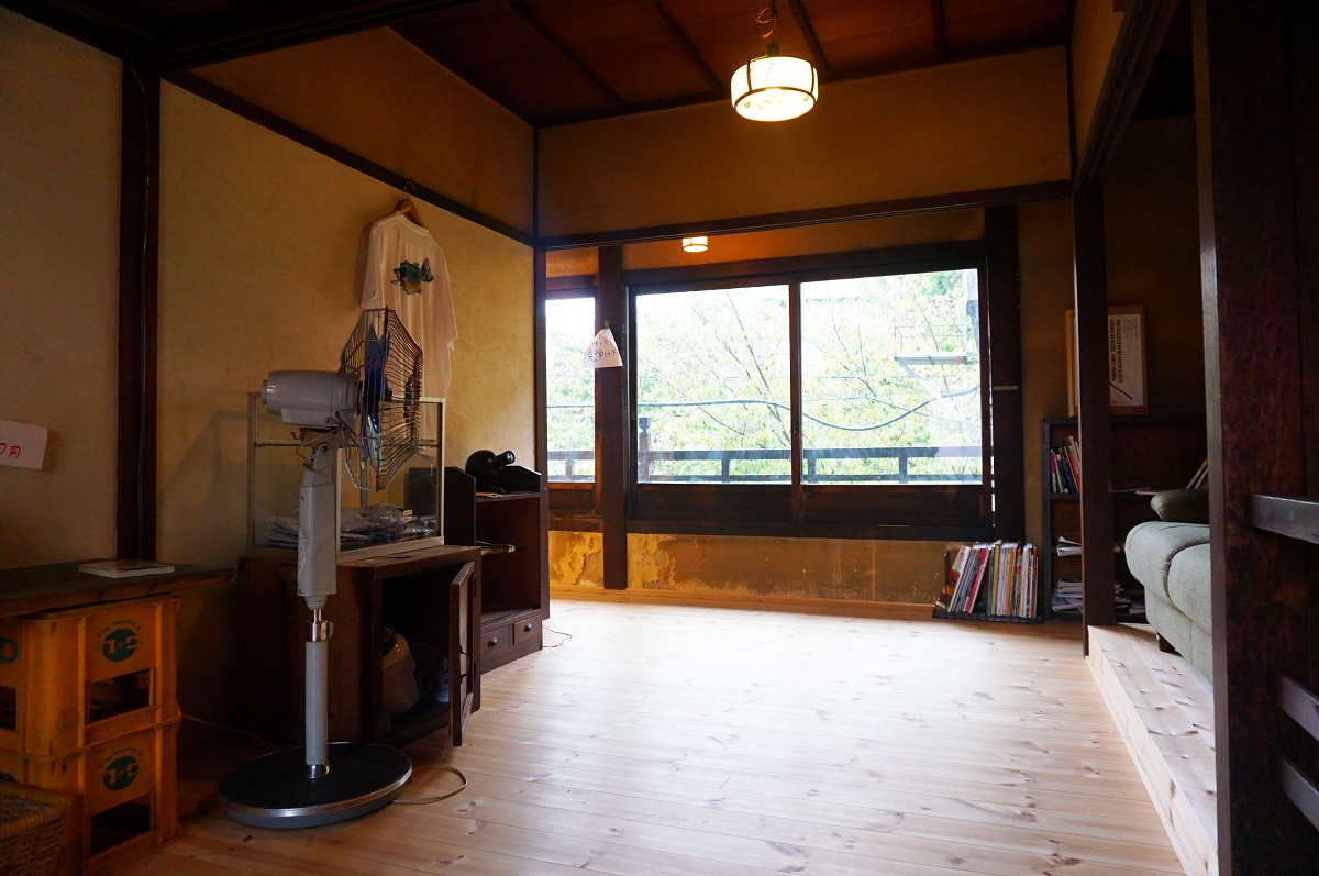 京都にあるサウナの梅湯の休憩スペース