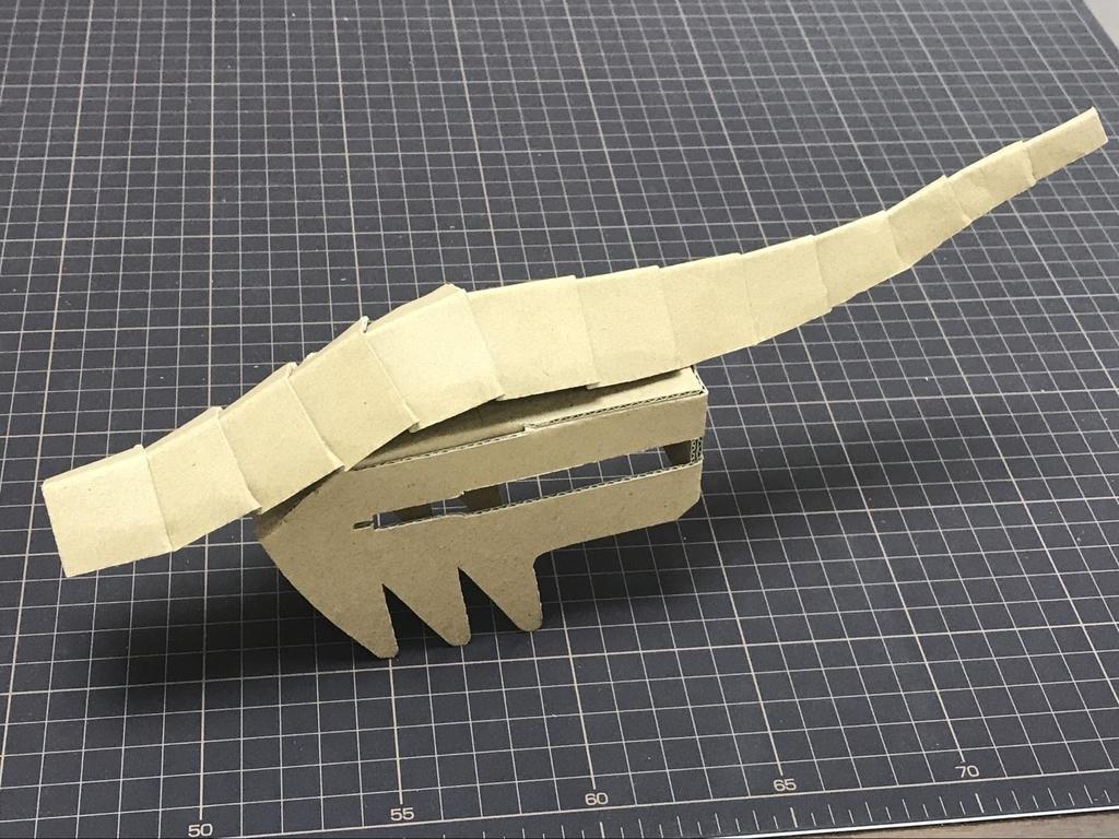 ダンボール工作でドラゴンを作る