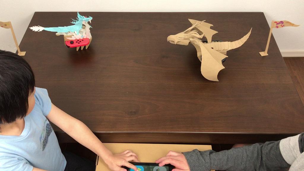 Nintendo Labo ダンボール工作したドラゴンリモコンカーで長男と次男が試合