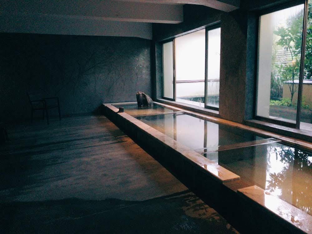 湯場がとても美しい。清潔で静かな客室もすばらしかった