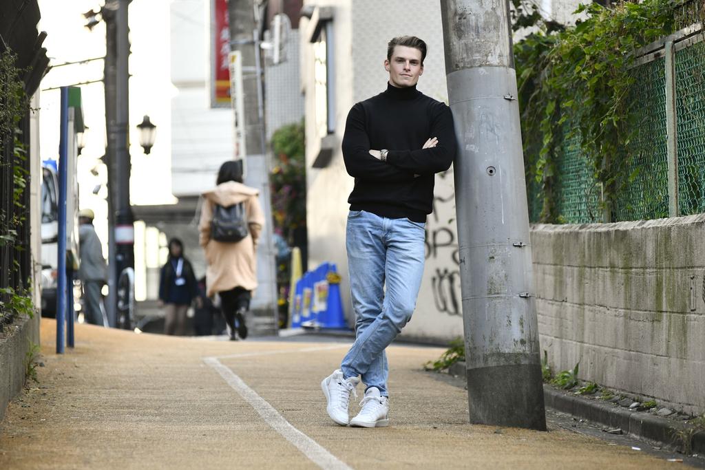 「筋肉は裏切らない」でおなじみのテレビ番組『みんなで筋肉体操』(NHK)への出演で注目を集める村雨辰剛(むらさめ・たつまさ)さん。