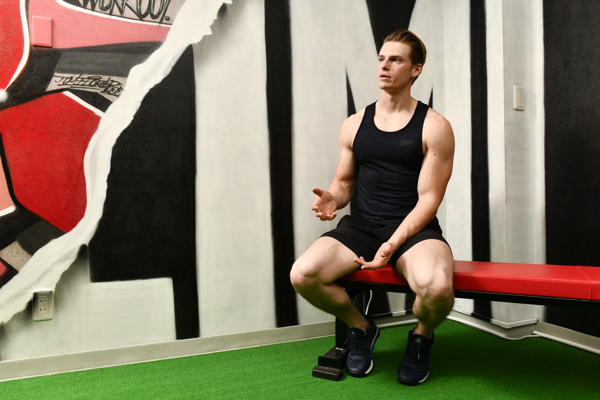 「筋肉は裏切らない」でおなじみのテレビ番組『みんなで筋肉体操』(NHK)への出演で注目を集める庭師・村雨辰剛(むらさめ・たつまさ)さん。普段のトレーニング姿でお話を伺った。