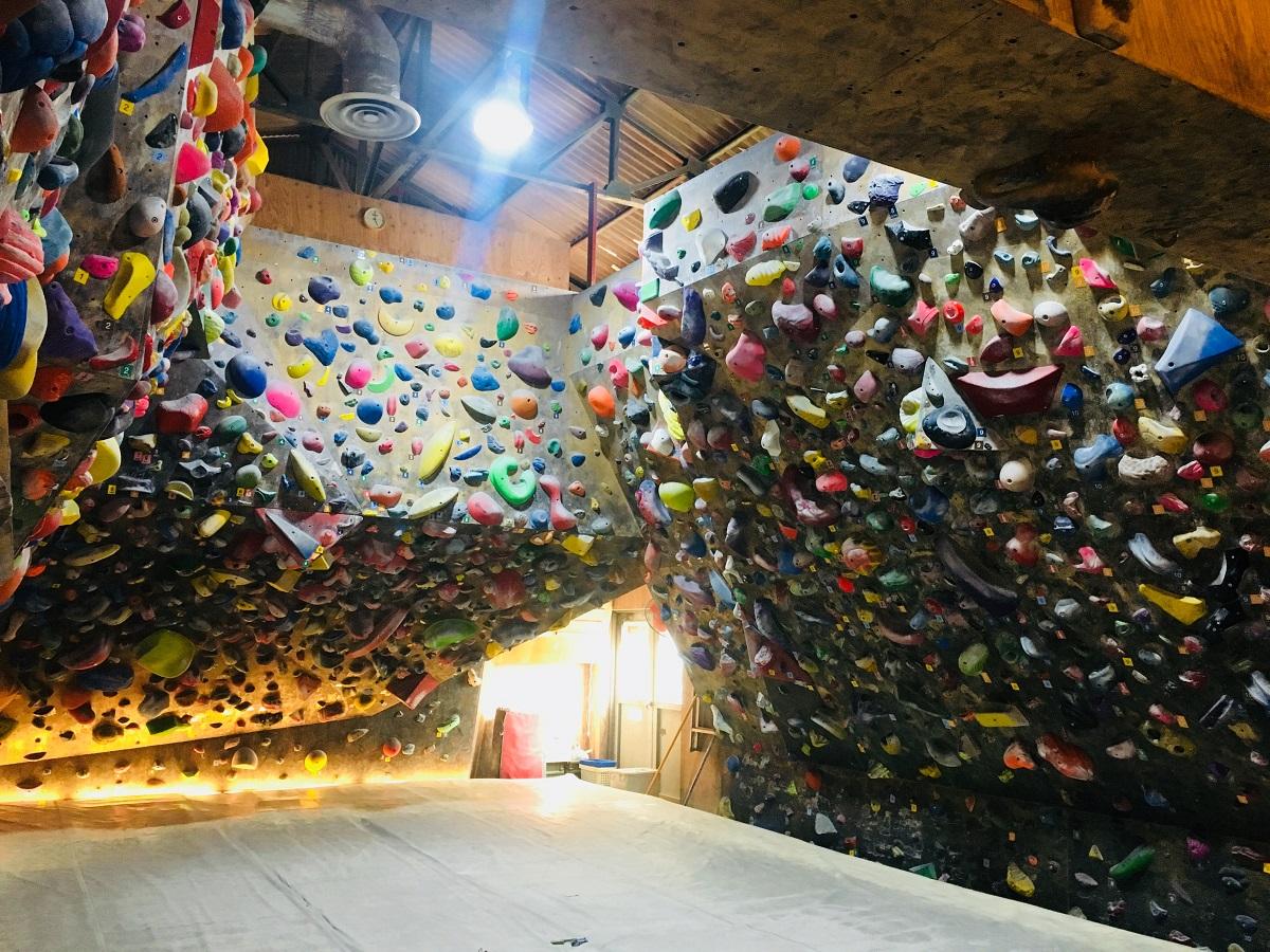 スポーツクライミング(ボルダリング)の壁