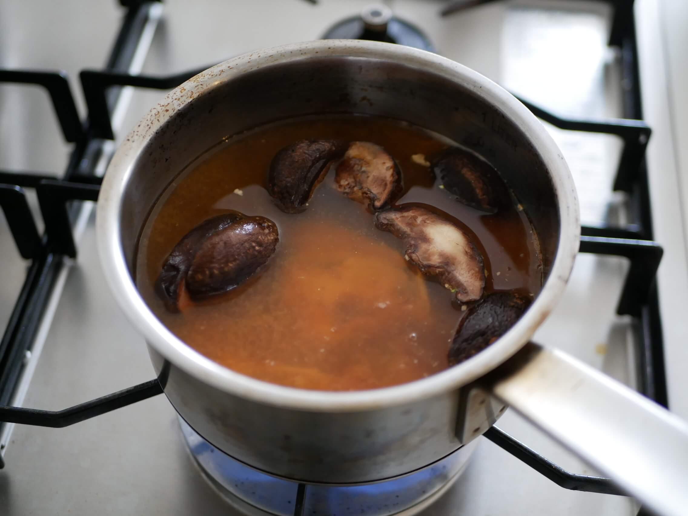 サバトマ味噌スープ