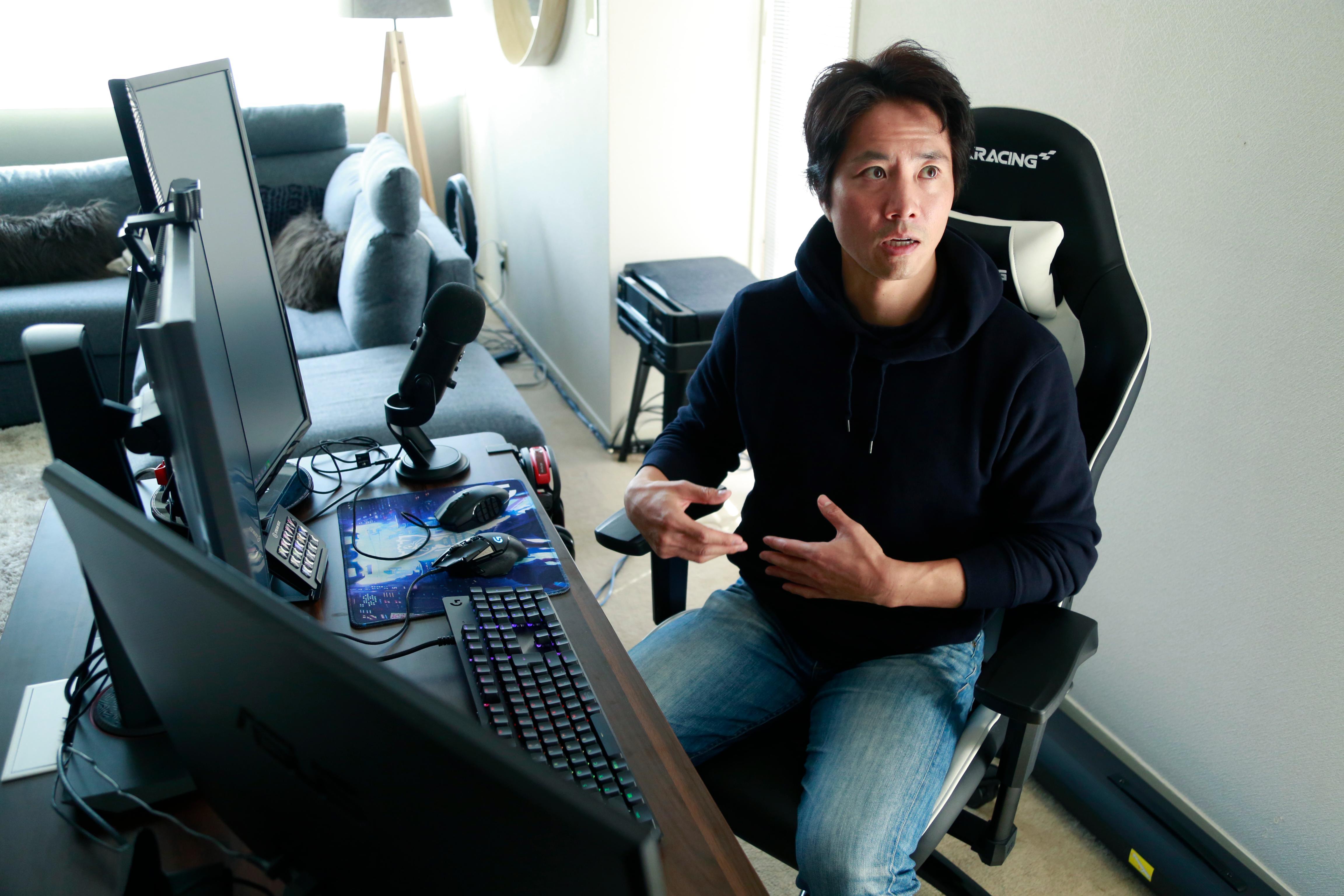 ケイン・コスギの自宅ゲーム配信環境・AKRacingのゲーミングチェア