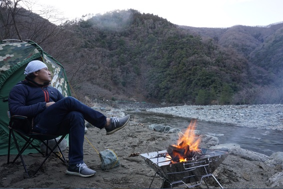 ヨッピーがソロキャンプに行ってみた。焚き火をする