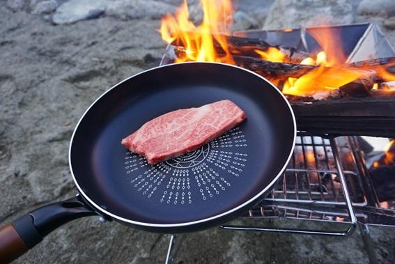 ヨッピーがソロキャンプに行ってみた。肉を焼く