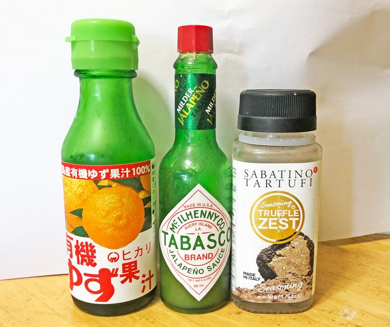 『めしにしましょう』漫画家・小林銅蟲、いち推しの調味料。有機ゆず果汁(光食品)、ハラペーニョソース(タバスコ(R))、トリュフパウダー(サバティーノ)