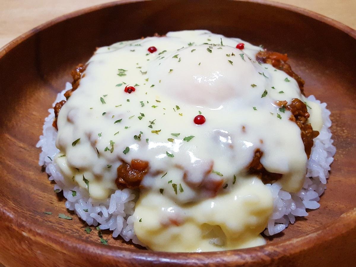 カレールー「ハチ食品 カレー専門店のカレールー」で作るとろっとろチーズソースのチーズキーマカレー