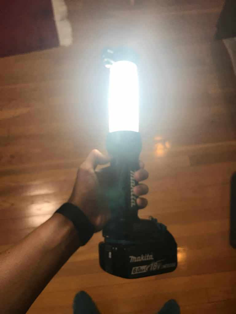 マキタの充電式LEDワークライトの明るさは3段階で調節が可能