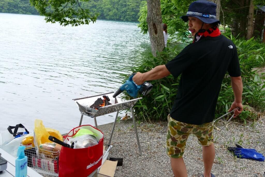 マキタの充電式ブロワはキャンプでの火起こしや空気入れに便利