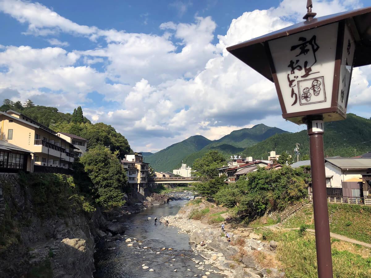 水の町としても知られる郡上八幡。町の中心には長良川支流の吉田川が流れ、日本一とされる鮎や鰻も名産だ