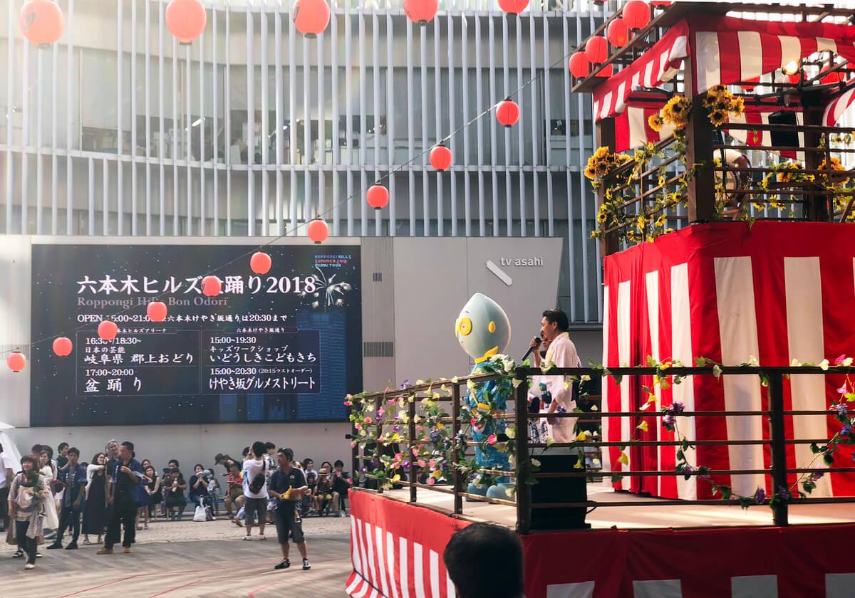 六本木ヒルズアリーナに登場する櫓の風景は東京ならでは