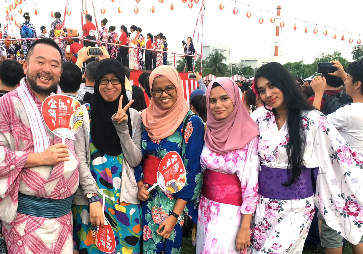 実は日系人社会のある海外でも盆踊りは大人気。マレーシアのクアラルンプール日本人会主催、日本国外で最大級の盆踊りとなる「Bon Odori Dance Festival in Malaysia」にて
