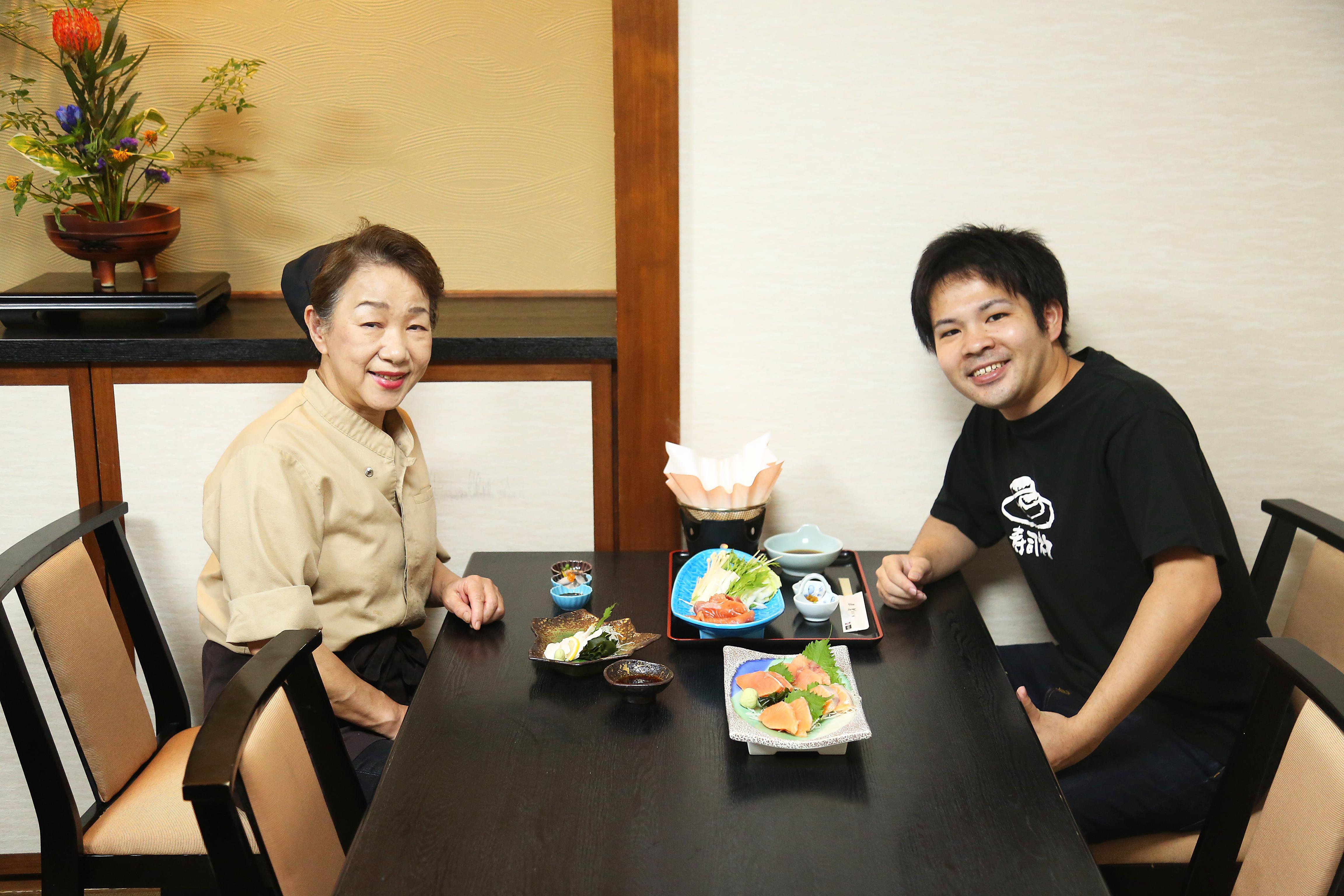 武田女将とサーモン中尾