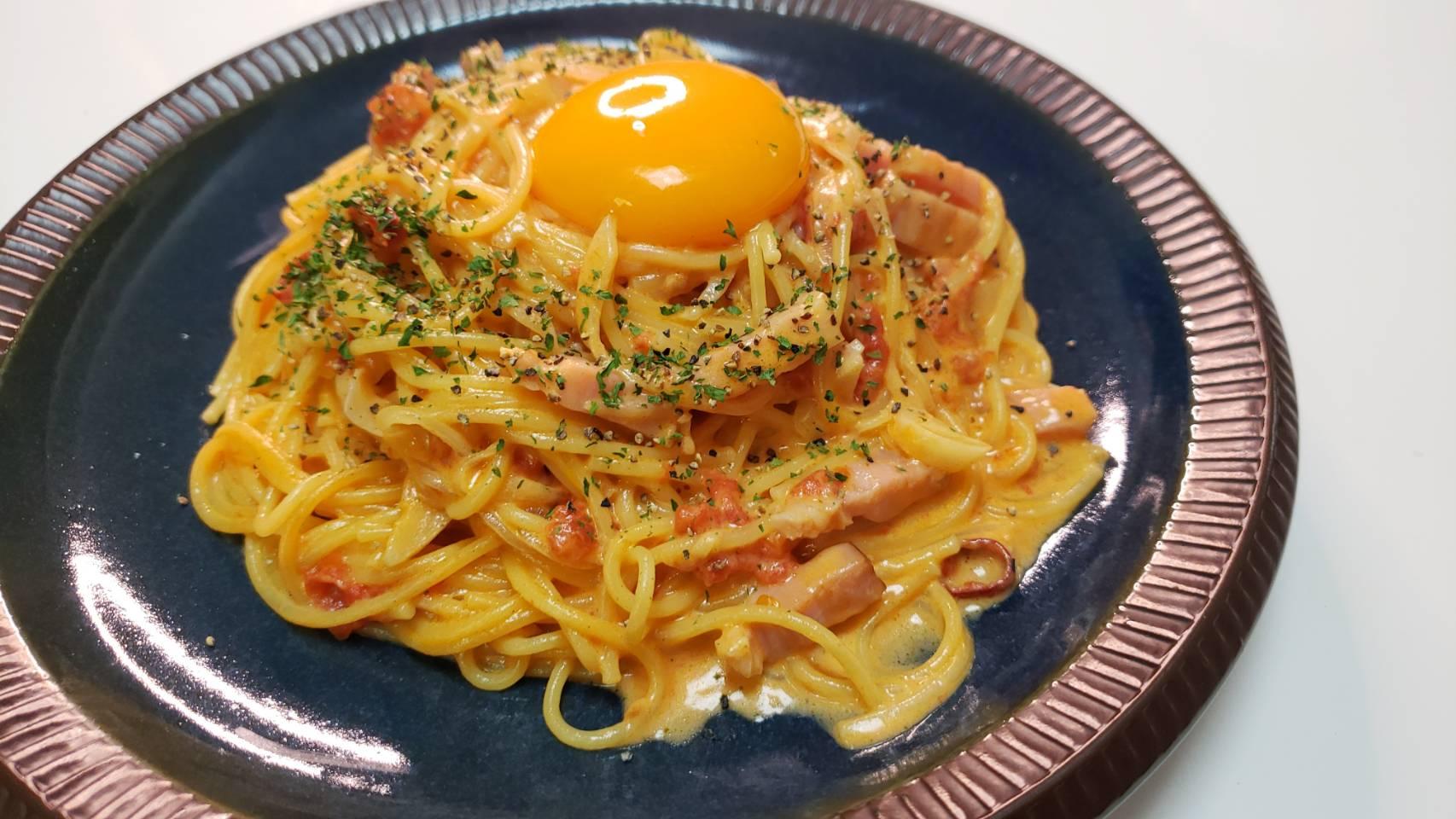 バズレシピ・リュウジさんの簡単レシピ。レンジなのにまるで専門店の味!! 「チリトマトカルボナーラ」