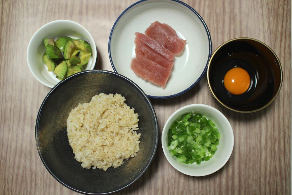 マグロ納豆アボカド丼 材料