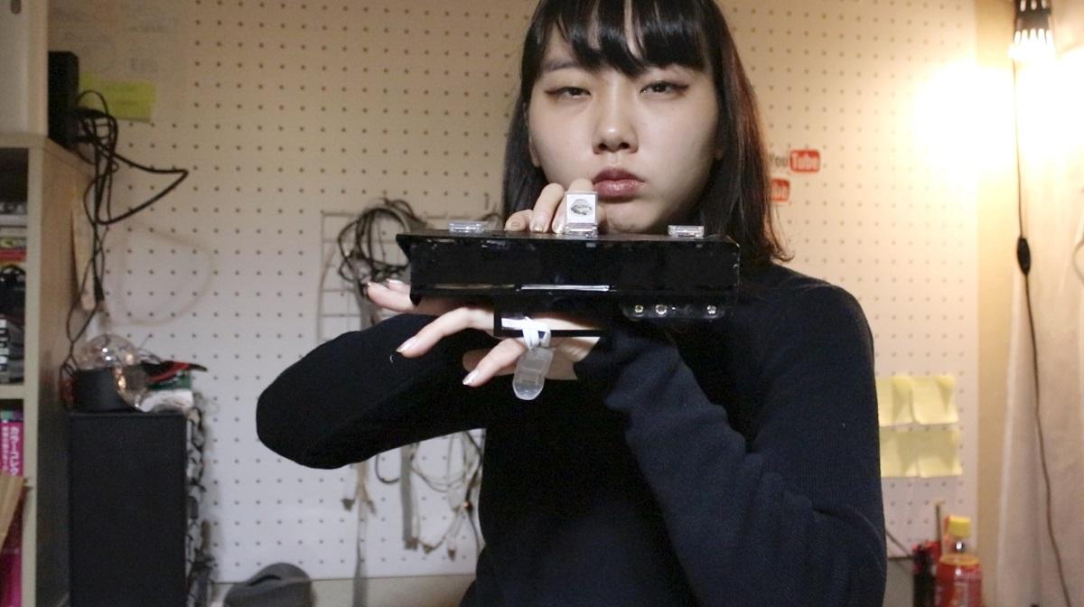 無駄作り工作家・藤原麻里菜が作った「クーポンをかっこよく出すマシーン」