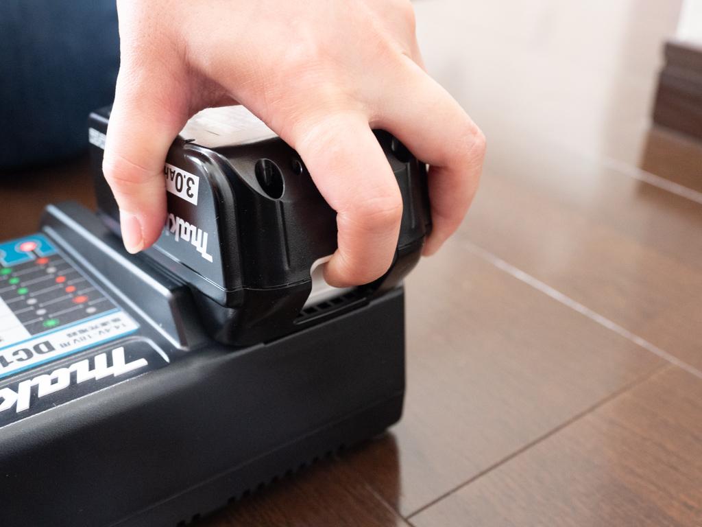 マキタのバッテリを充電