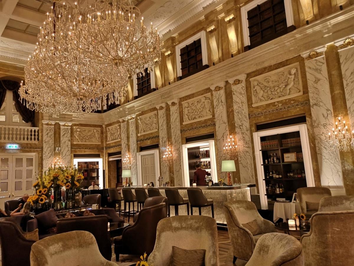 ホテルのサロン