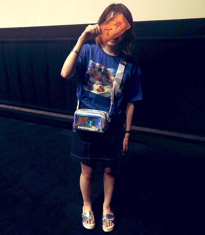 オタクの現場や毎日が楽しくなる セルフネイルのすすめ(劇団雌猫・ひらりさ)。2019年は5月に日本で公開された映画『神と共に』に陥落し、韓国俳優にハマる。韓国への遠征時に買ったポーチをぶら下げて『神と共に』応援上映に赴く姿