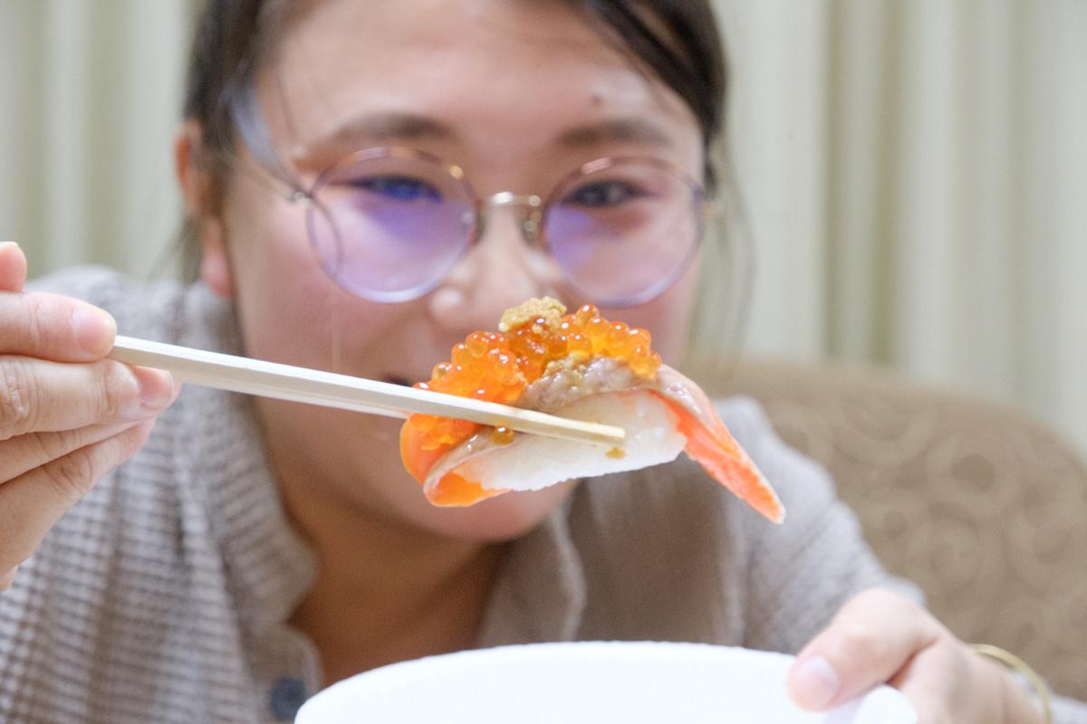 おかんさん寿司食べる